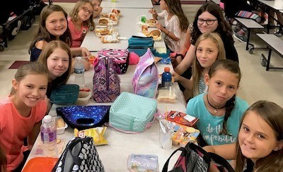 HEMS students eating lunch